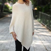 100% alpaca poncho, 'Sweet Cream'