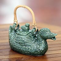 Ceramic teapot, 'Mamma Duck'